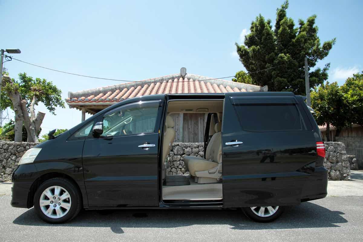 Okinawa Toyota Alphard 1